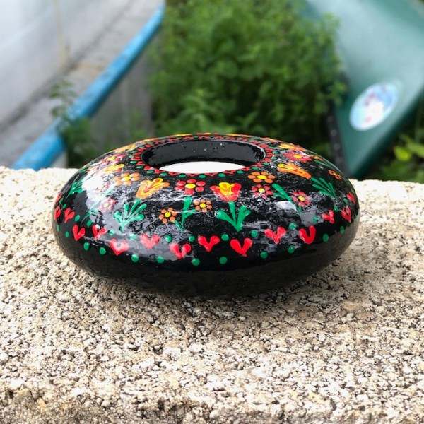 hand cast hand painted tea light holder round with folk art tulip pattern side view