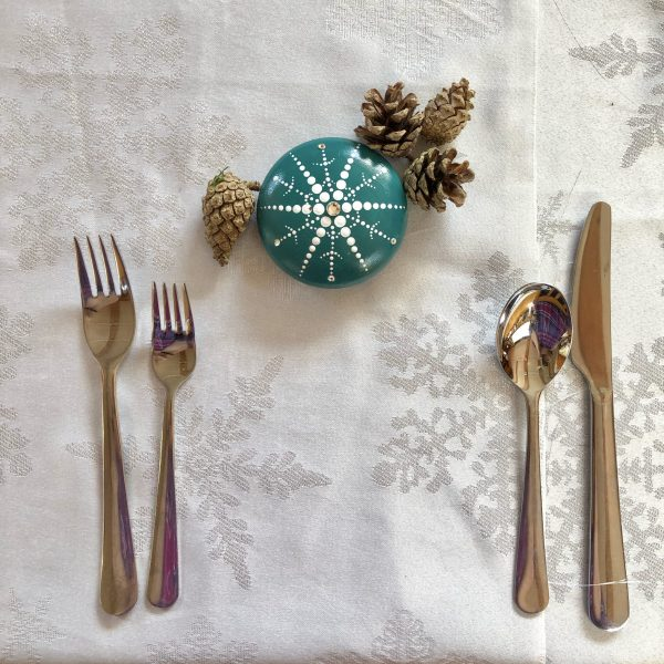 snowflake stone as a place setting