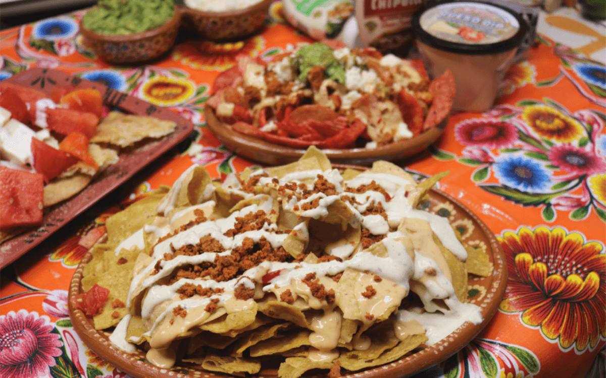 Comfort food nachos three ways! #craftychica #ad #GoAutentico