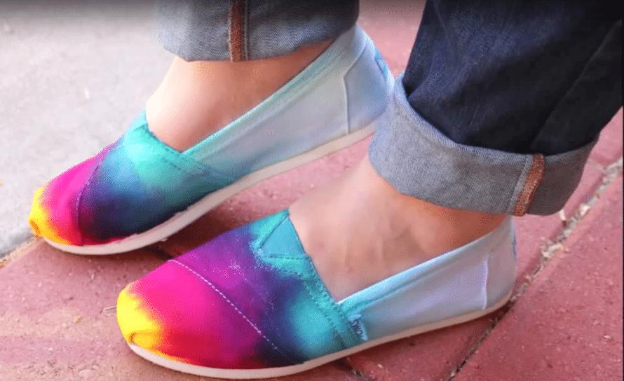 Tie-dye sneakers DIY.