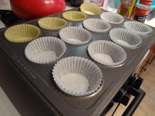 Line muffin tins