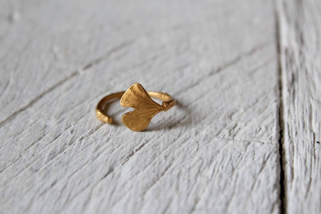 Gold nature ring