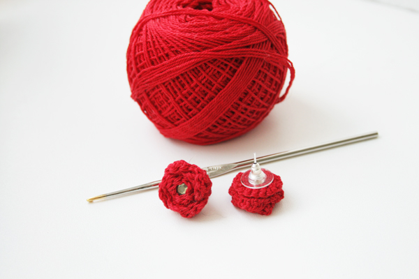 crochet rose earrings with materials