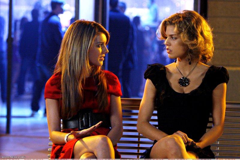Annie (Shenae Grimes) and Naomi (AnnaLynne McCord)