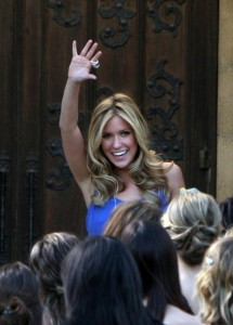 Kristin Cavallari waving to the crowd