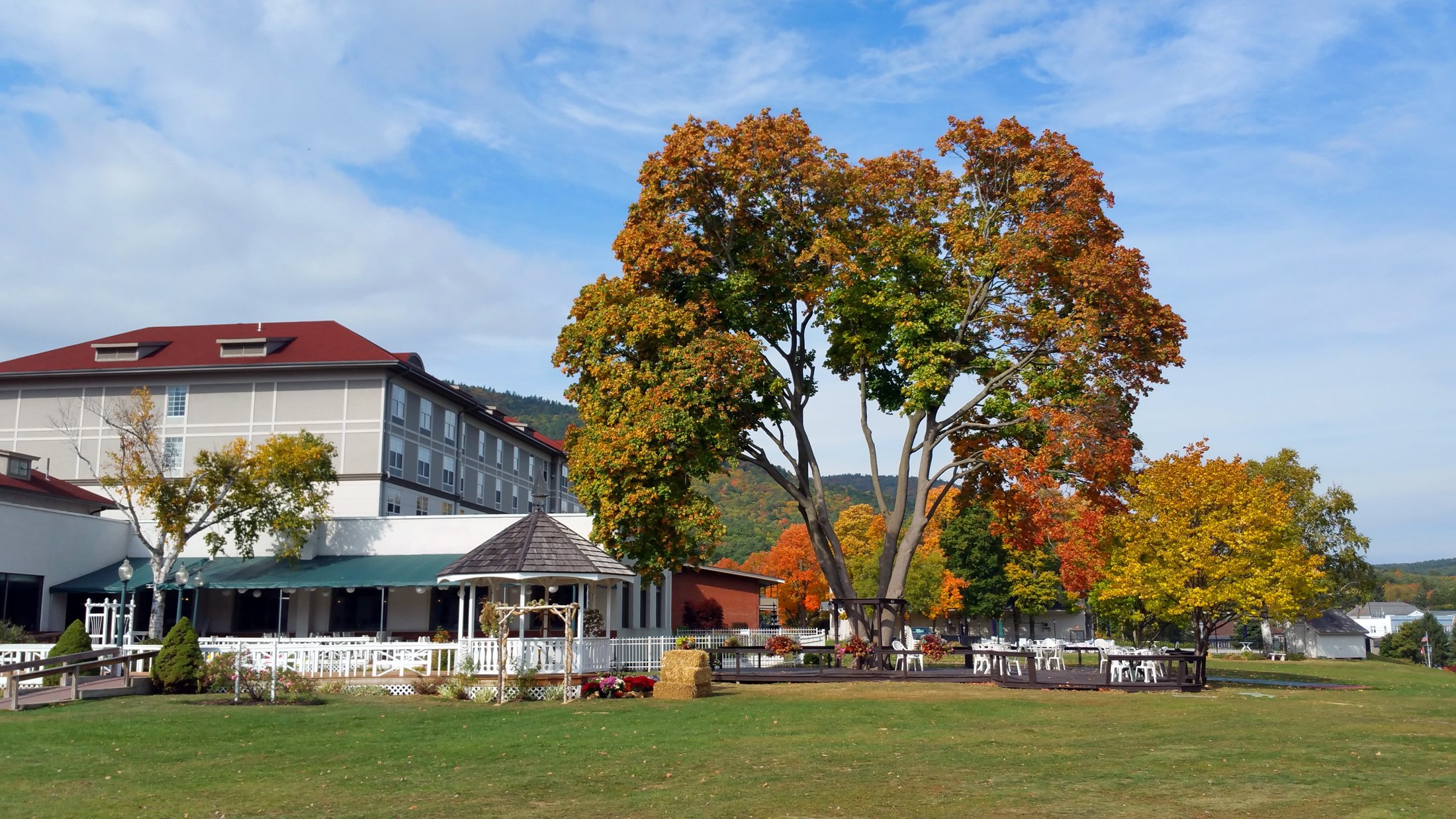 fort-william-henry-hotel-rear