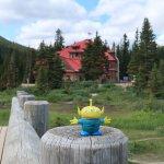 Bebop, the Craigslegz Travel Alien visits Bow Lake and the historic Num-Ti-Jah Lodge (in background) on the Icefields Parkway, Alberta. (Craig Davis/craigslegztravels.com)