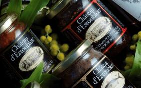 Underbara röror och tapenader med kronärtskockshjärta, oliver och Pistou som bara innehåller olivolja, vitlök och basilika från Château d'Estoublon. Eller varför inte prova deras olivmarmelad tillsammans med lite gåslever.
