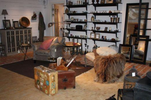 Kofferten med alla platser som besökts ropades in på auktion på Gotland.