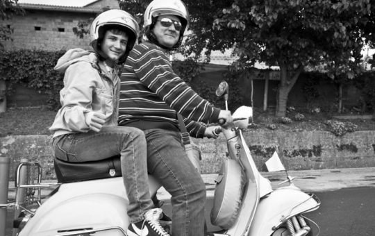 Two proper Italian Giro fans, with Vespa of course!