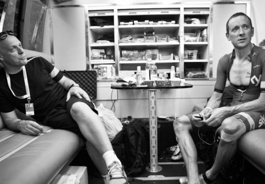 Wiggo & Brailsford watch the early TT starters