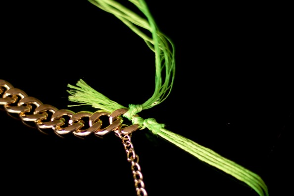 diy neon rope necklace diy woven gold chain necklace fashion blog sydney tutorial how to do neon rope necklace 594x396 DIY Woven Neon and Gold Chain necklace