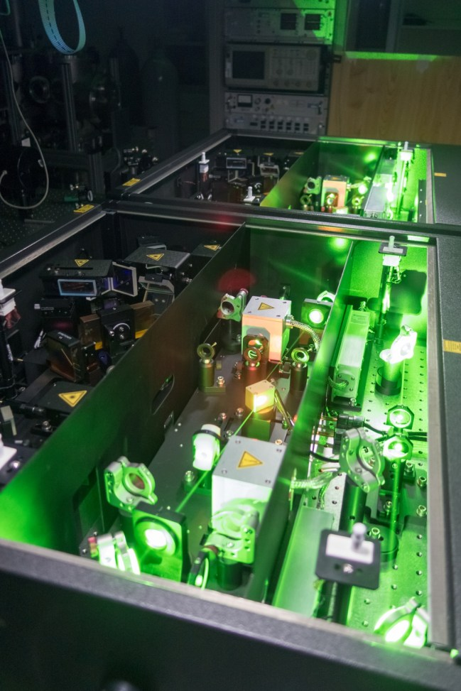 Two femtosecond amplifier systems are pumped with a single femtosecond oscillator
