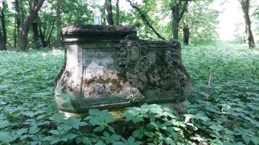 Die letzte Station vor Berlin. Das Schloss Amtitz ist schon lange verschwunden. Im Schlosspark stehen ein paar vergessene Steine und Sockel. Vom Sohn der Kaiserin und seinen Gästen aus Potsdam und Berlin ist Nichts geblieben.