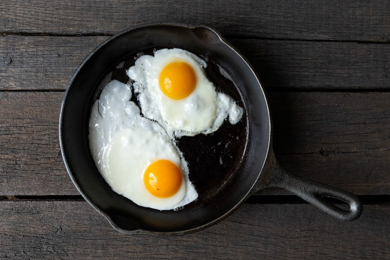 5 Types of foods to avoid cooking in your cast iron skillet