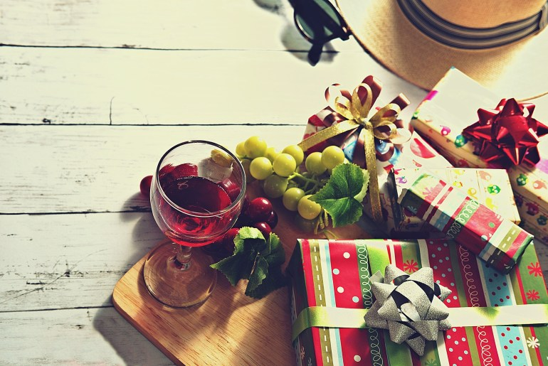 Consumer survey forecasts a busy holiday shopping season