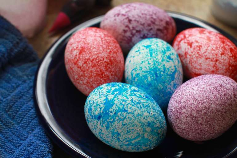 Dye speckled Easter eggs using rice this spring-1-dying eggs