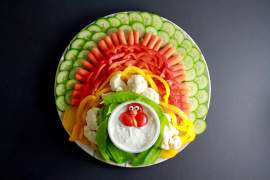 This Turkey Veggie Tray will be the talk of Thanksgiving_vegetables_2
