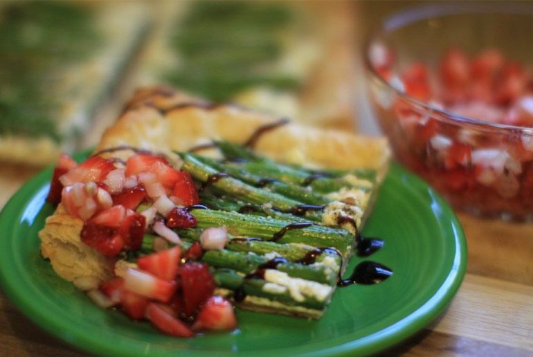 Asparagus tart with strawberry salsa by Everybody Craves