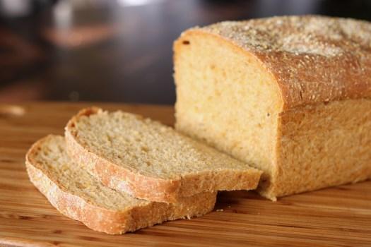 Anadama_bread_28129