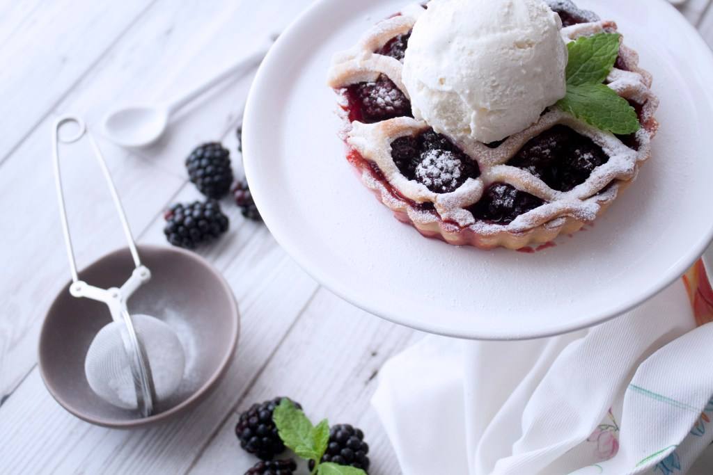 Blackberry mini pies