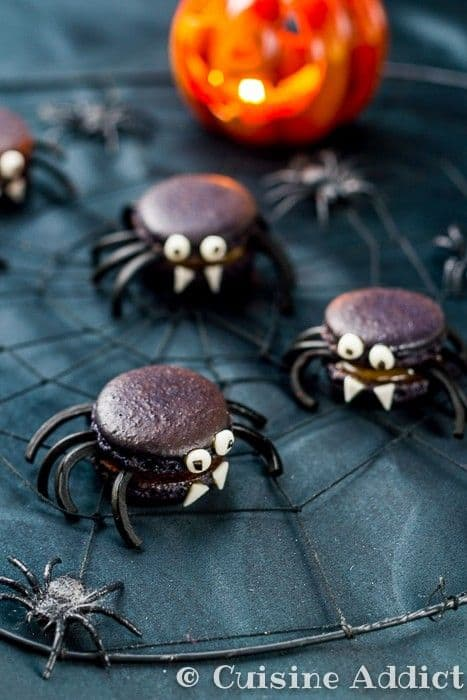 Spider Macaroons for Halloween|Cuisine Addict