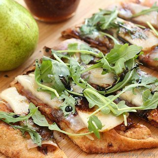 Pear Prosciutto and Arugula Pizza