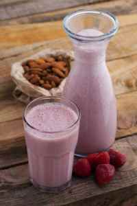 Strawberry Almond Smoothie|Craving Something Healthy