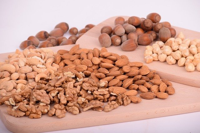 bcaa in nuts like almonds and cashews