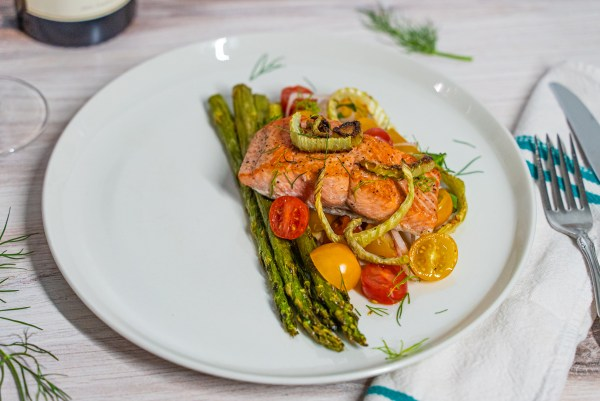 Fennel Salmon with Tomato Shallot Vinaigrette [Recipe]