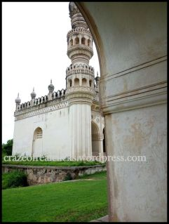 Gret Masjid From (under the arcges of Tomb of) Hayat Baksh Begum
