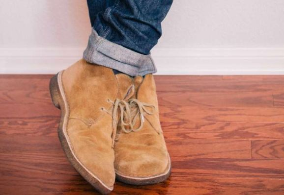 How to Wear Chukka Boots with Jeans