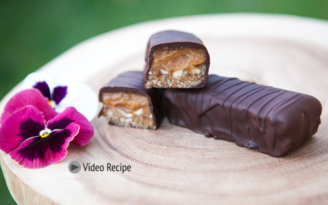 Vegan Snickers Bar with Date Caramel. Recipe and Video.