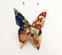 Оригами бабочка прекрасно украсит ваш подарок…