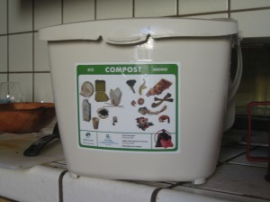 so - Kitchen Composting Pail