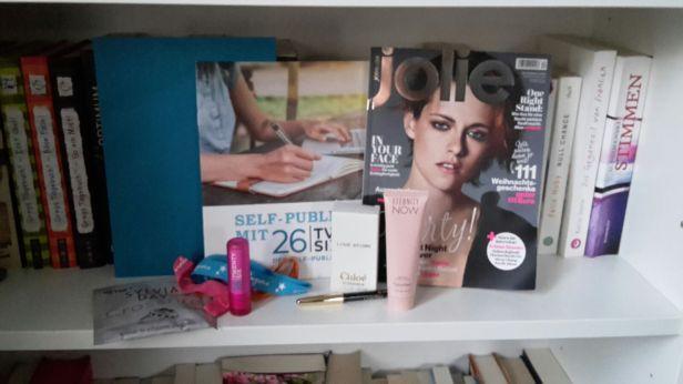 Self - publishing Fyler, Jolie, Diverse Pflegeprodukte, Badesalz und Armbänder (glaube ich)