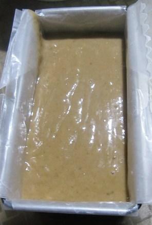 baking101-banana-bread-5-put-in-baking-pans2