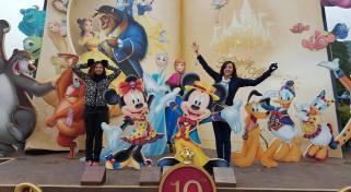 Hong-Kong-Disneyland-with-sister