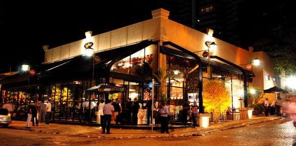 No primeiro dia de fevereiro, agremiação carioca faz ensaio oficial no bar.