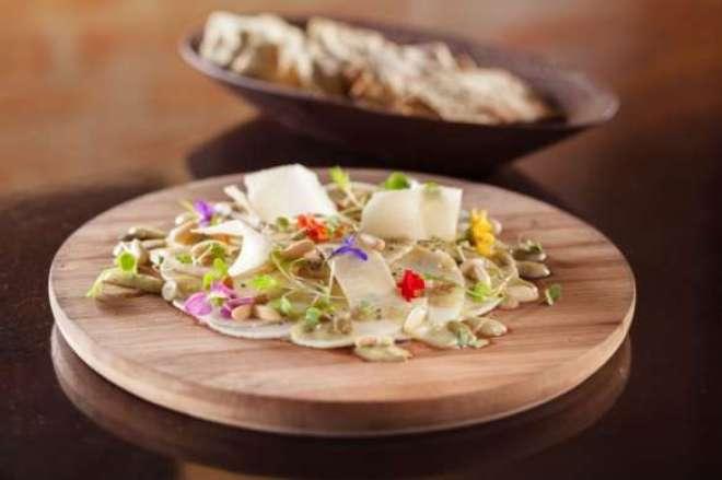 Carpaccio de pupunha do Banana Verde: chefs de três casas ensinam a fazer refeições variadas e de fácil preparo para os dias de folia em fevereiro.