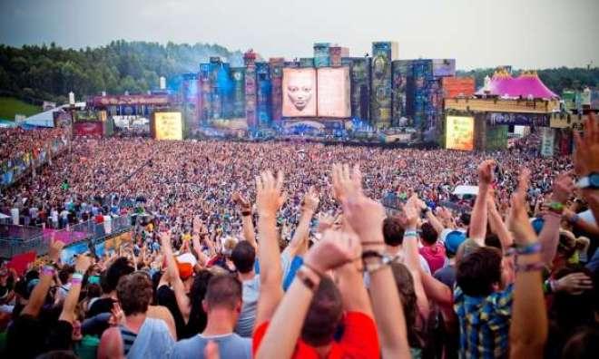 O Tomorrowland Brasil receberá mais de 150 artistas, entre nacionais e internacionais, que se apresentarão em sete palcos de diferentes dimensões.