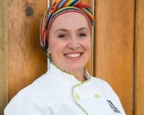 A chef é referência em gastronomia pantaneira e tem passagem pelo Ritz de Paris.