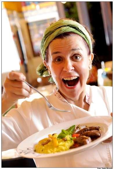 A irrequieta chef Flávia Marioto prepara jantar surpresa no restaurante Condessa, na Vila Nova Conceição. (Foto: Tadeu Brunelli)