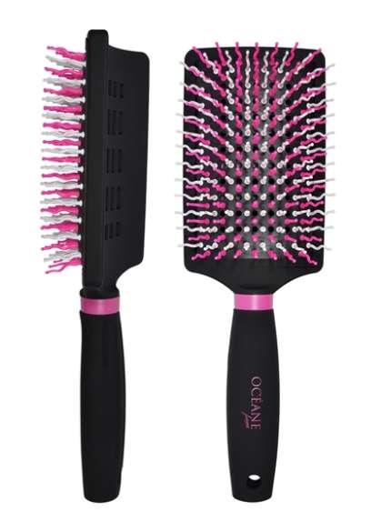 A nova Racket Brush é uma escova almofada e curva.