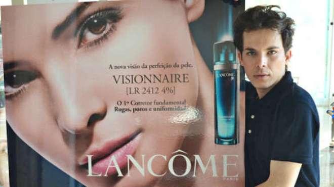 Marconi Milanez, que já atuou em grandes marcas como Dior, Lancôme e Guerlain.