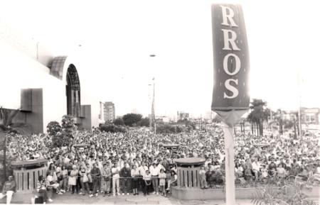 Mais de 15.000 pessoas participaram da sua festa de inauguração.