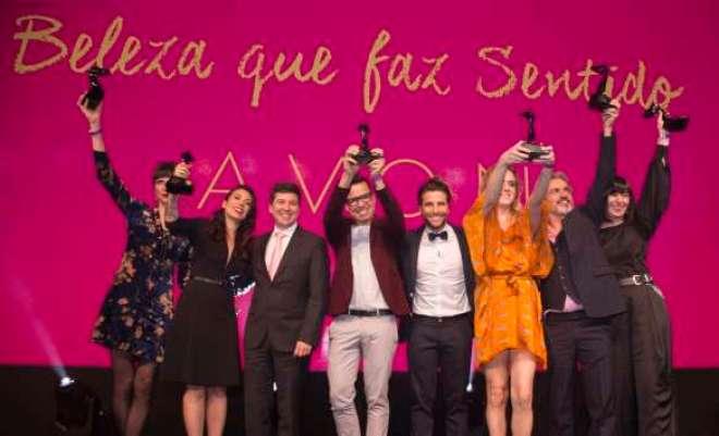 Cliente: Avon,  Sao Paulo, SP - 15/09/2015 - 20 Premio Avon de Maquiagem - Premiacao. David Legher - Presidente da Avon Brasil, Bruno Gagliasso e os vencedores do Premio Avon. Foto: Adri Felden/Argosfoto.
