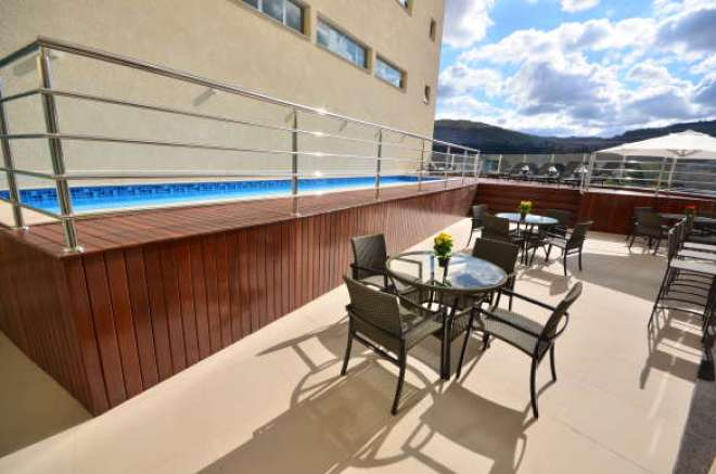 A área de lazer agrega piscina, sauna e fitness.