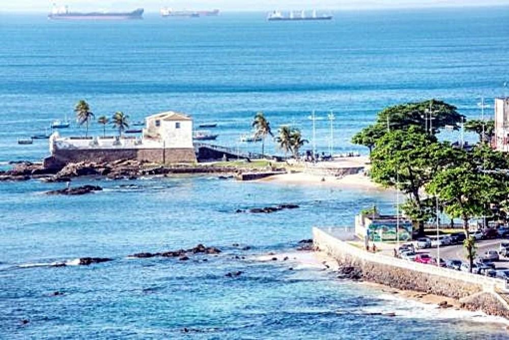 """Salvador/BA, um dos destinos mais procurados: matéria de veículo português aponta que o País será """"invadido"""" por turistas lusos neste feriado."""