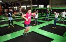 Parque de Trampolins Jump Mania oferece diversão para adultos e crianças.